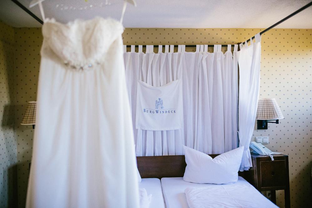 Hochzeitsfotografin_Buehl_Burg_Windeck_Badem_Wuerttemberg_Julia_Fot_featured_001_001