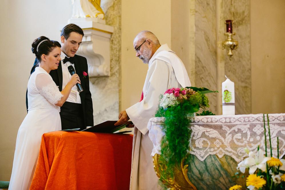 Hochzeitsfotografin_Buehl_Burg_Windeck_Badem_Wuerttemberg_Julia_Fot_featured_001_036
