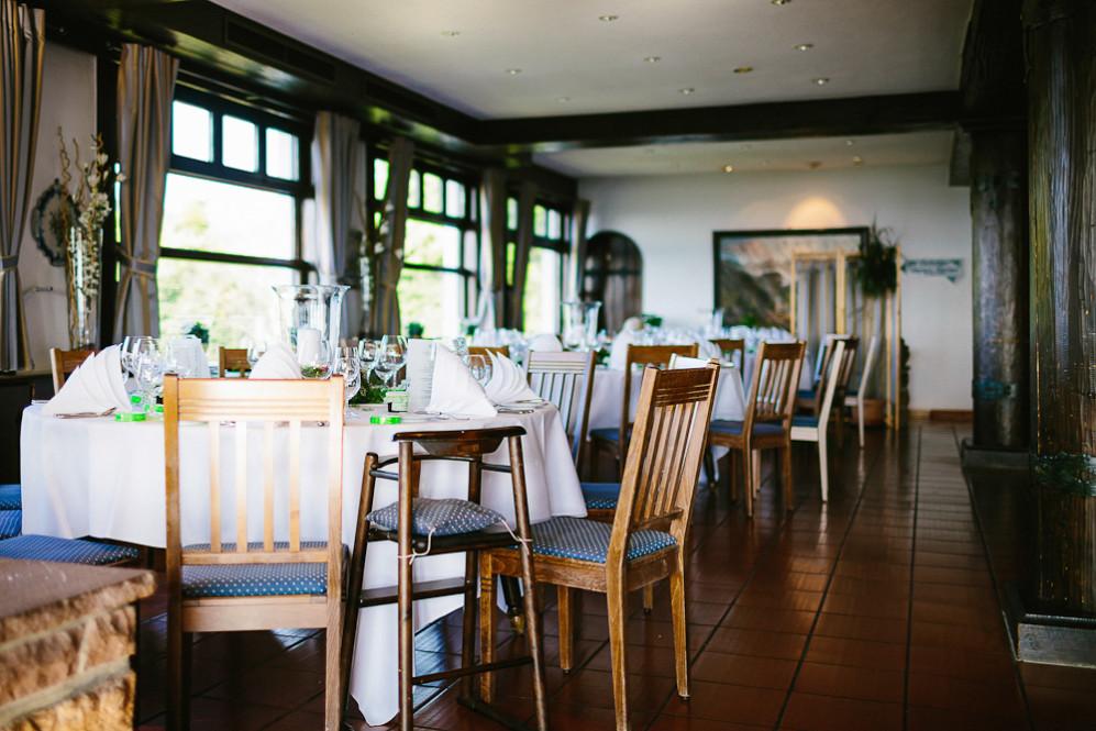 Hochzeitsfotografin_Buehl_Burg_Windeck_Badem_Wuerttemberg_Julia_Fot_featured_001_079