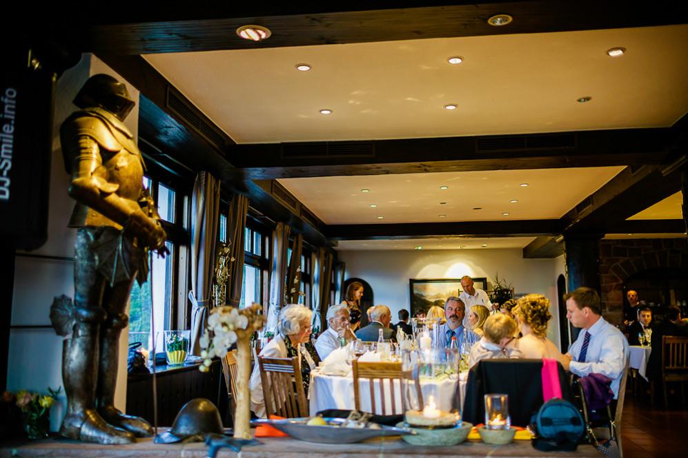 Hochzeitsfotografin_Buehl_Burg_Windeck_Badem_Wuerttemberg_Julia_Fot_featured_001_104