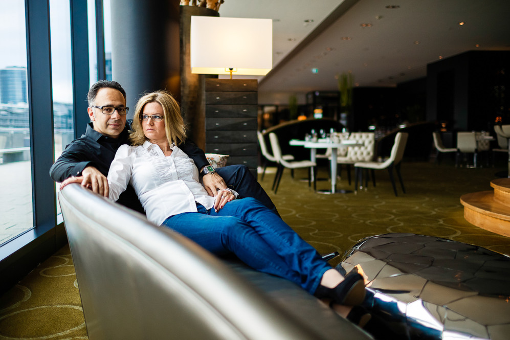 engagement_shooting_duesseldorf_hafen_hyatt_pebbles_verlobung_hochzeitsfotografin_julia_fot_featured_013