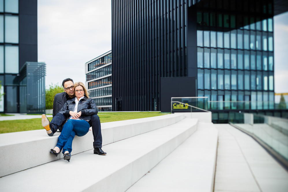engagement_shooting_duesseldorf_hafen_hyatt_pebbles_verlobung_hochzeitsfotografin_julia_fot_featured_023