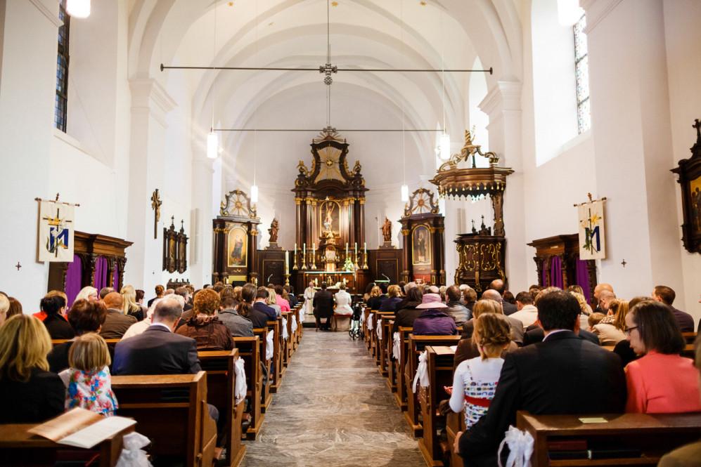 hochzeitsfotografin-aachen-duesseldorf-koeln-herzogenrath-vaals-st.-willibrord-merkstein-kasteel-vaalsbroek-niederlande-featured_028