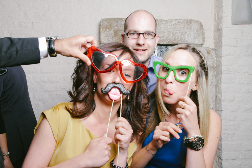 hochzeitsfotografin-aachen-duesseldorf-koeln-herzogenrath-vaals-st.-willibrord-merkstein-kasteel-vaalsbroek-niederlande-photobooth-featured_001