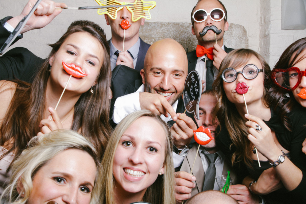 hochzeitsfotografin-aachen-duesseldorf-koeln-herzogenrath-vaals-st.-willibrord-merkstein-kasteel-vaalsbroek-niederlande-photobooth-featured_003