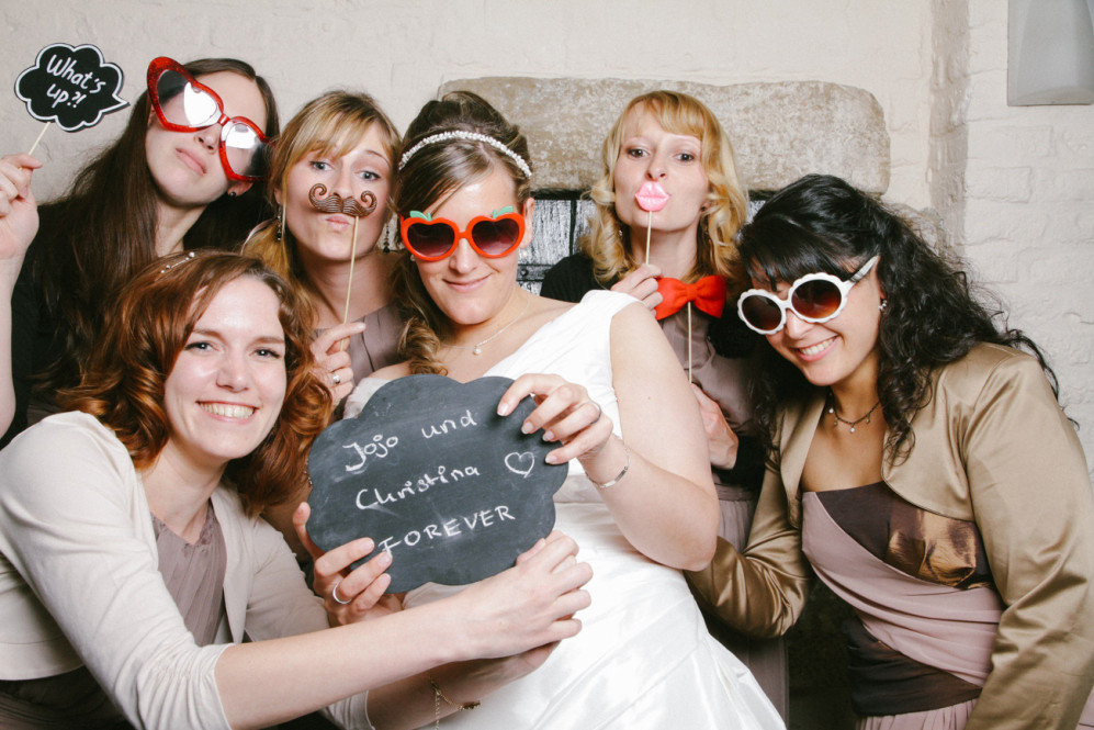 hochzeitsfotografin-aachen-duesseldorf-koeln-herzogenrath-vaals-st.-willibrord-merkstein-kasteel-vaalsbroek-niederlande-photobooth-featured_004