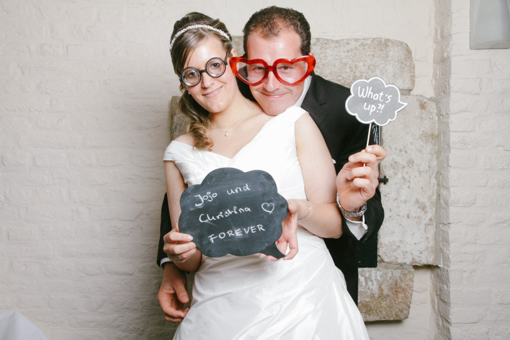 hochzeitsfotografin-aachen-duesseldorf-koeln-herzogenrath-vaals-st.-willibrord-merkstein-kasteel-vaalsbroek-niederlande-photobooth-featured_005