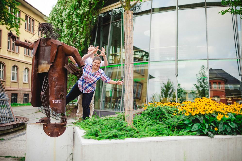 engagementshooting-paarfotos-frankfurt-am-main-ffm-hessen-fachhochschule-campus-hochzeitsfotografin-duesseldorf-koeln-aachen-heinsberg-geilenkirchen-featured_035
