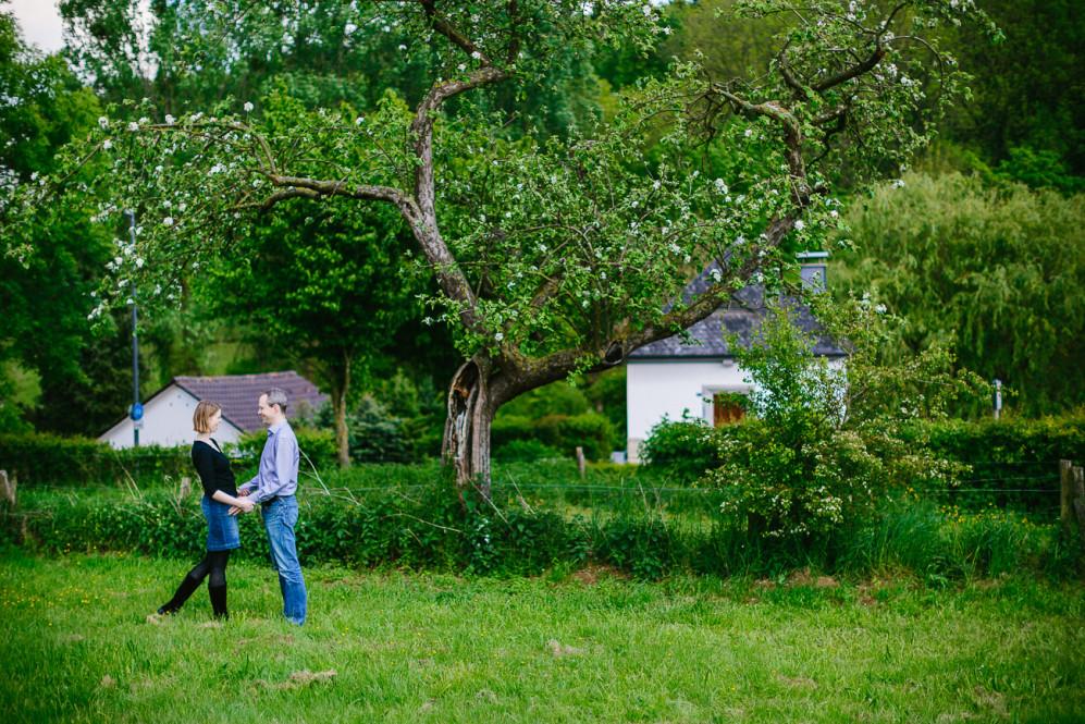 engagementshooting-paarshooting-hochzeitsfotografin-fotografin-aachen-sieben-quellen-hof-seffent-nrw-geilenkirchen-uebach-palenberg-eschweiler-duesseldorf-koeln-heinsberg-featured_037